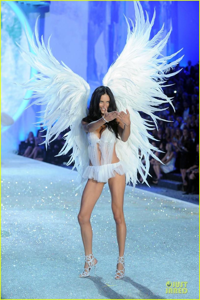 adriana lima lily aldridge victorias secret fashion show 2013 182992222