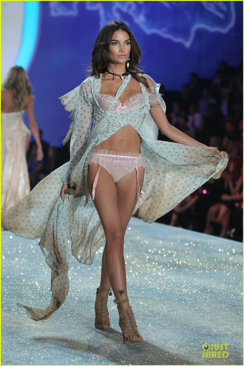 adriana lima lily aldridge victorias secret fashion show 2013 292992233