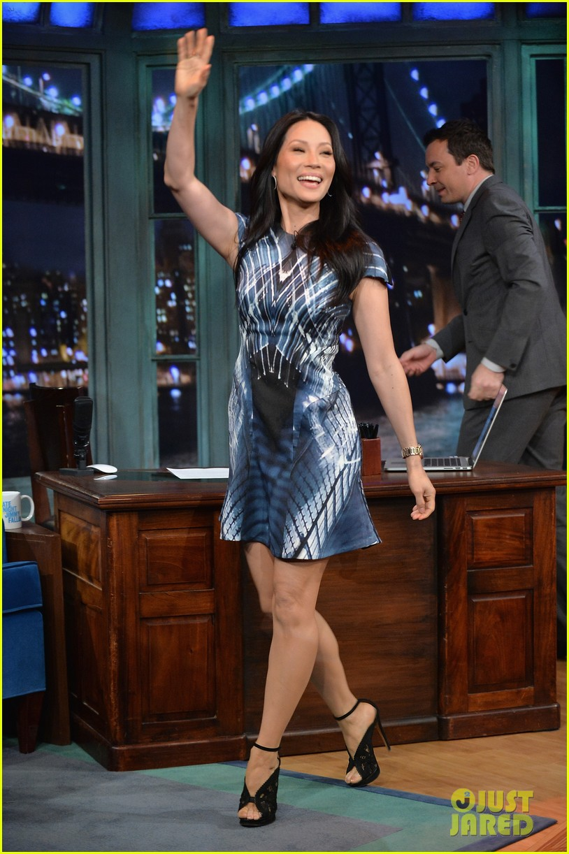zachary quinto lucy liu play catchphrase on jimmy fallon 102986973