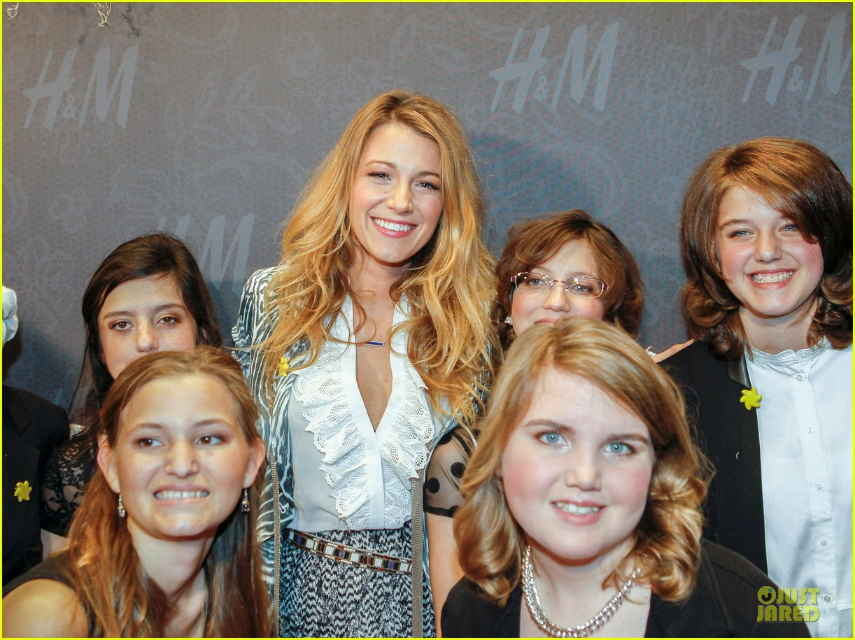 blake lively emma roberts hm new orleans store opening 032994373
