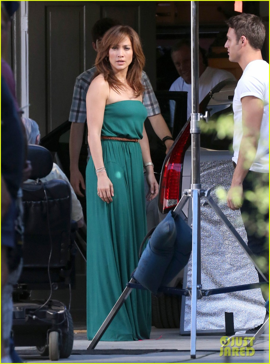 jennifer lopezs pal leah remini visits star on boy next door set 013002043