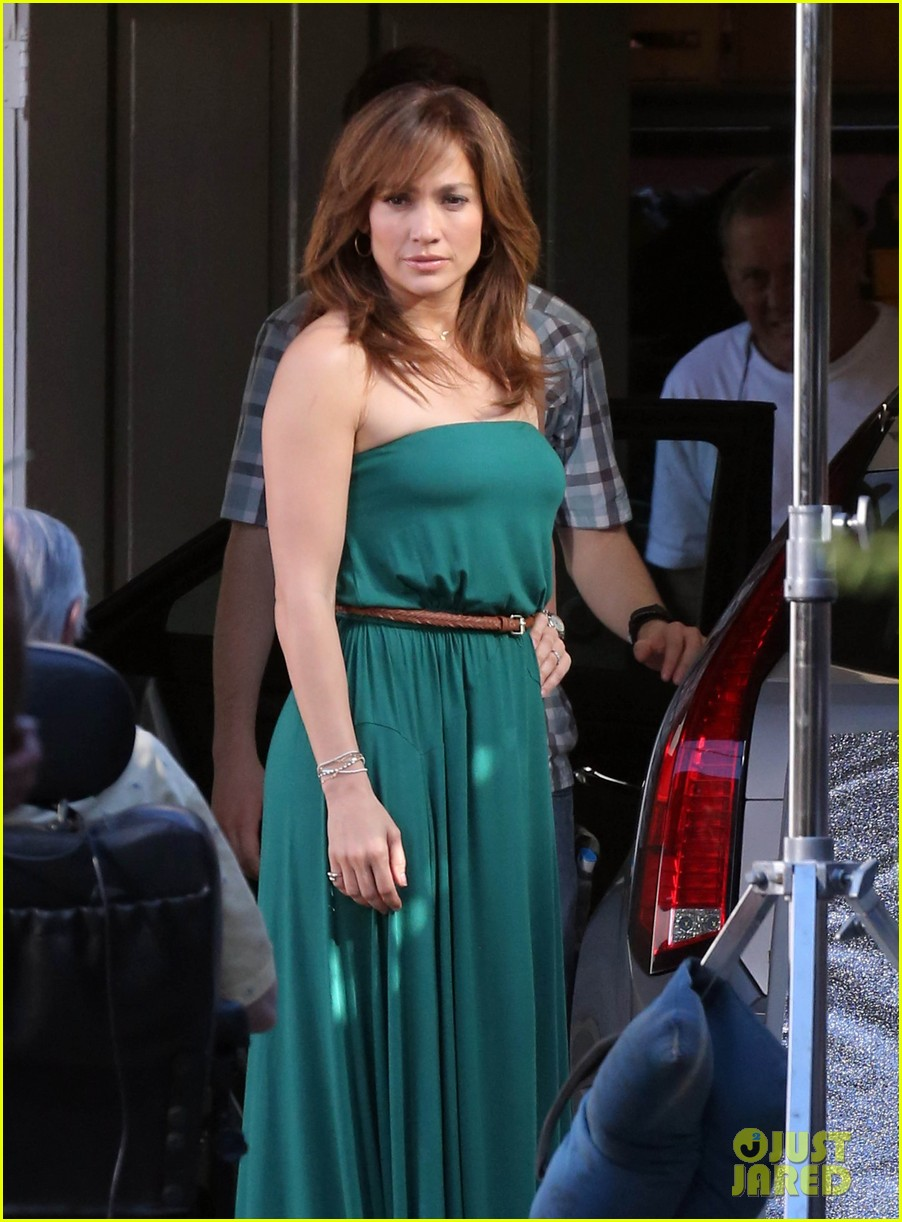 jennifer lopezs pal leah remini visits star on boy next door set 223002064