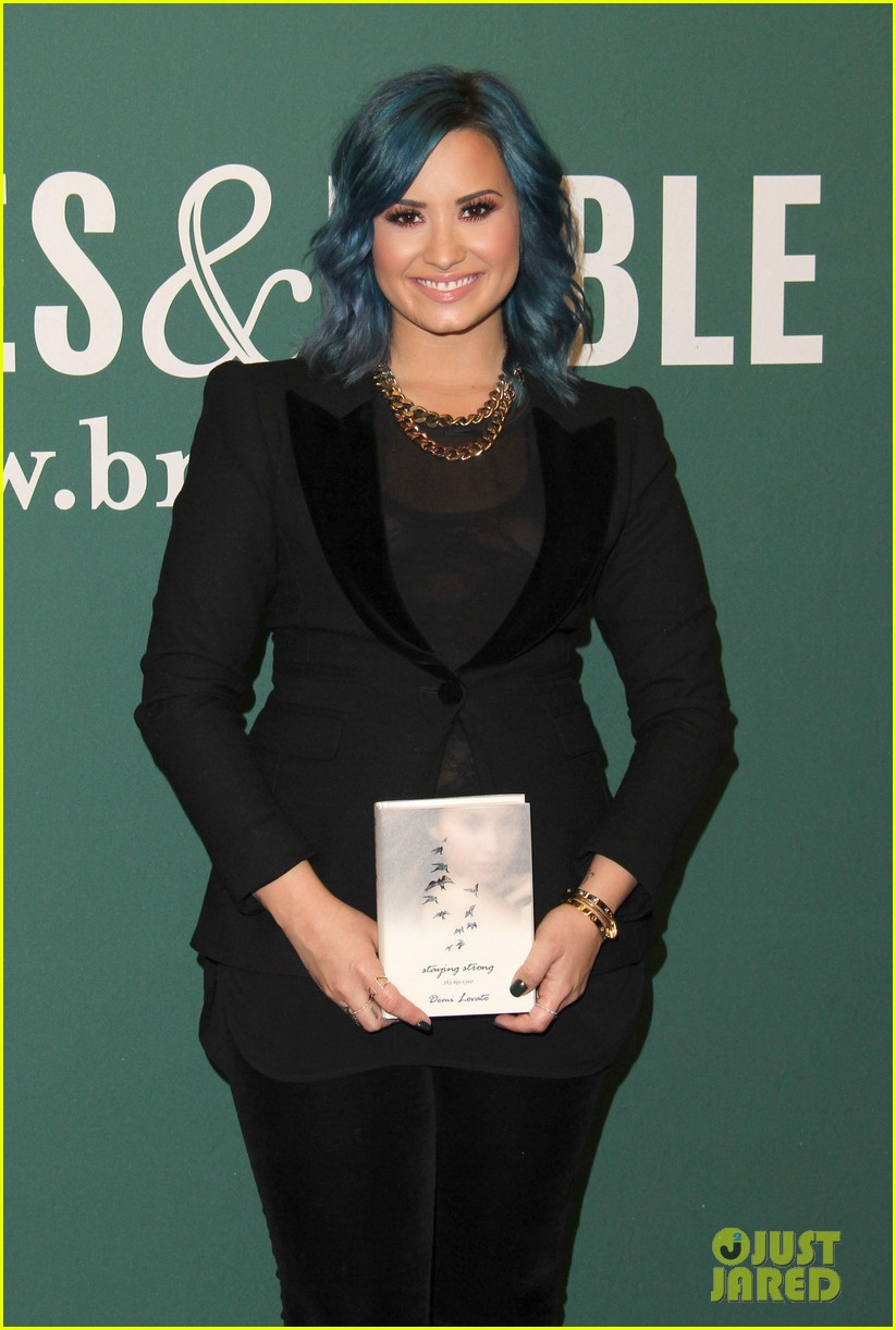 demi lovato stay strong book signing 062998873