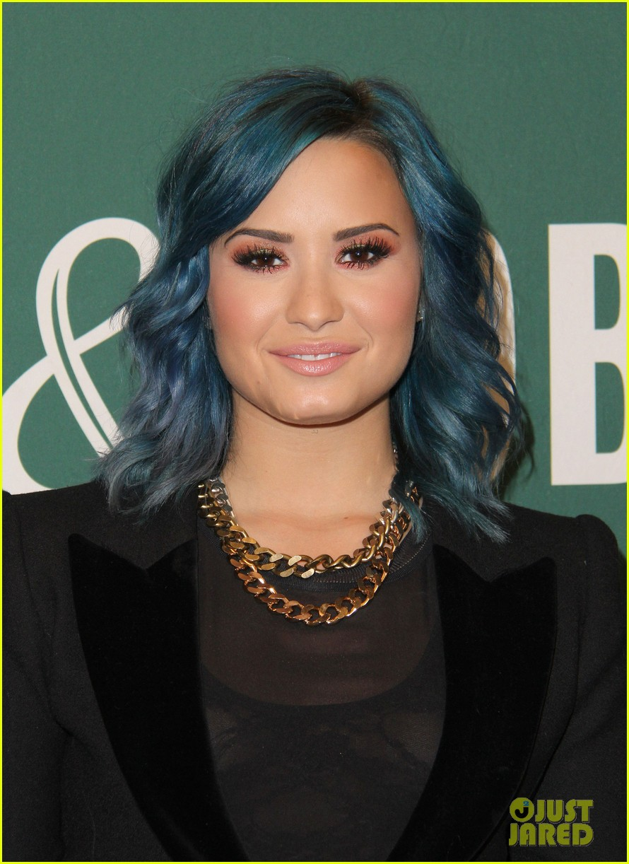 demi lovato stay strong book signing 102998877