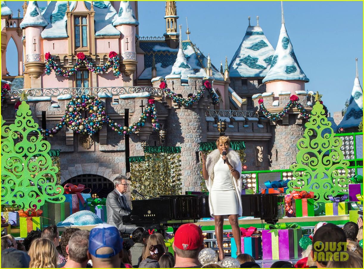 demi lovato jordin sparks disney christmas parade taping 062989626