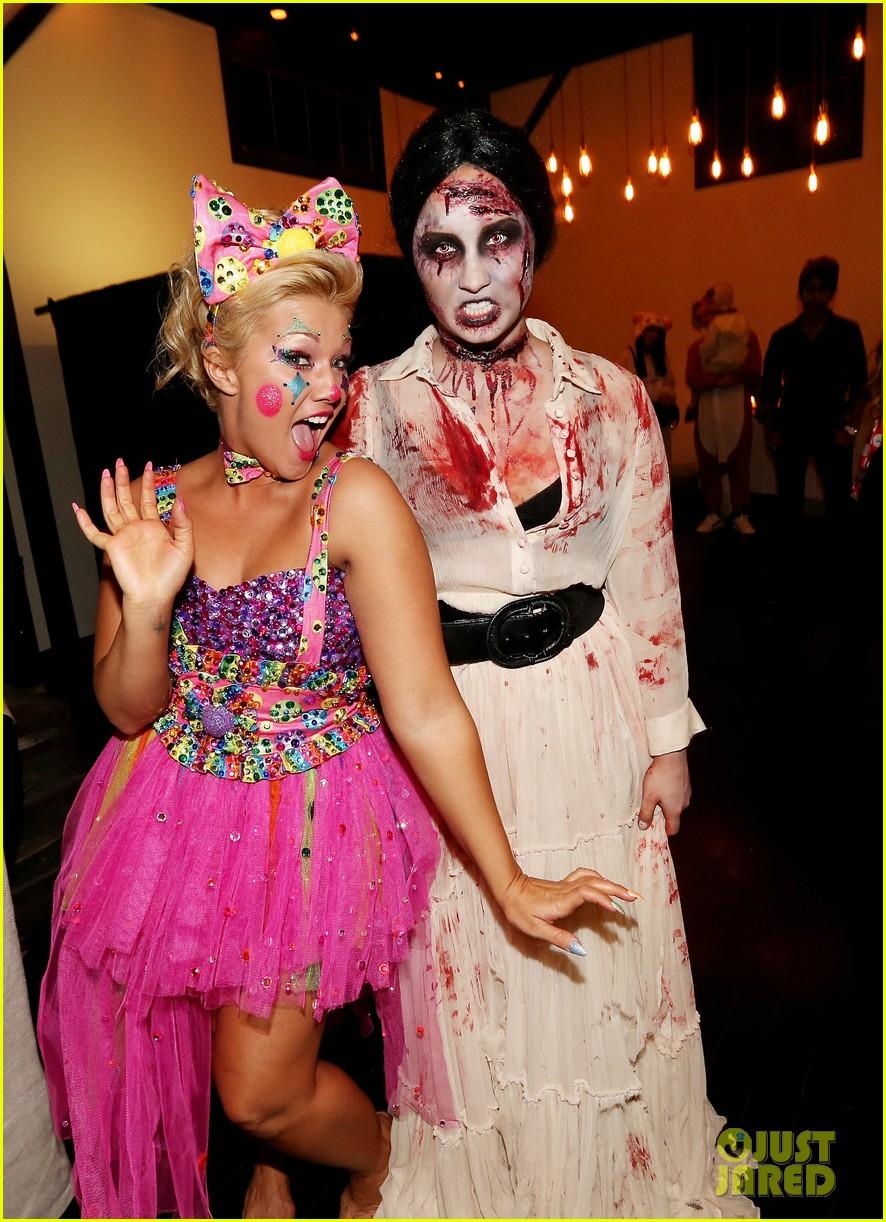 demi lovato dead zombie halloween costume 2013 022984111