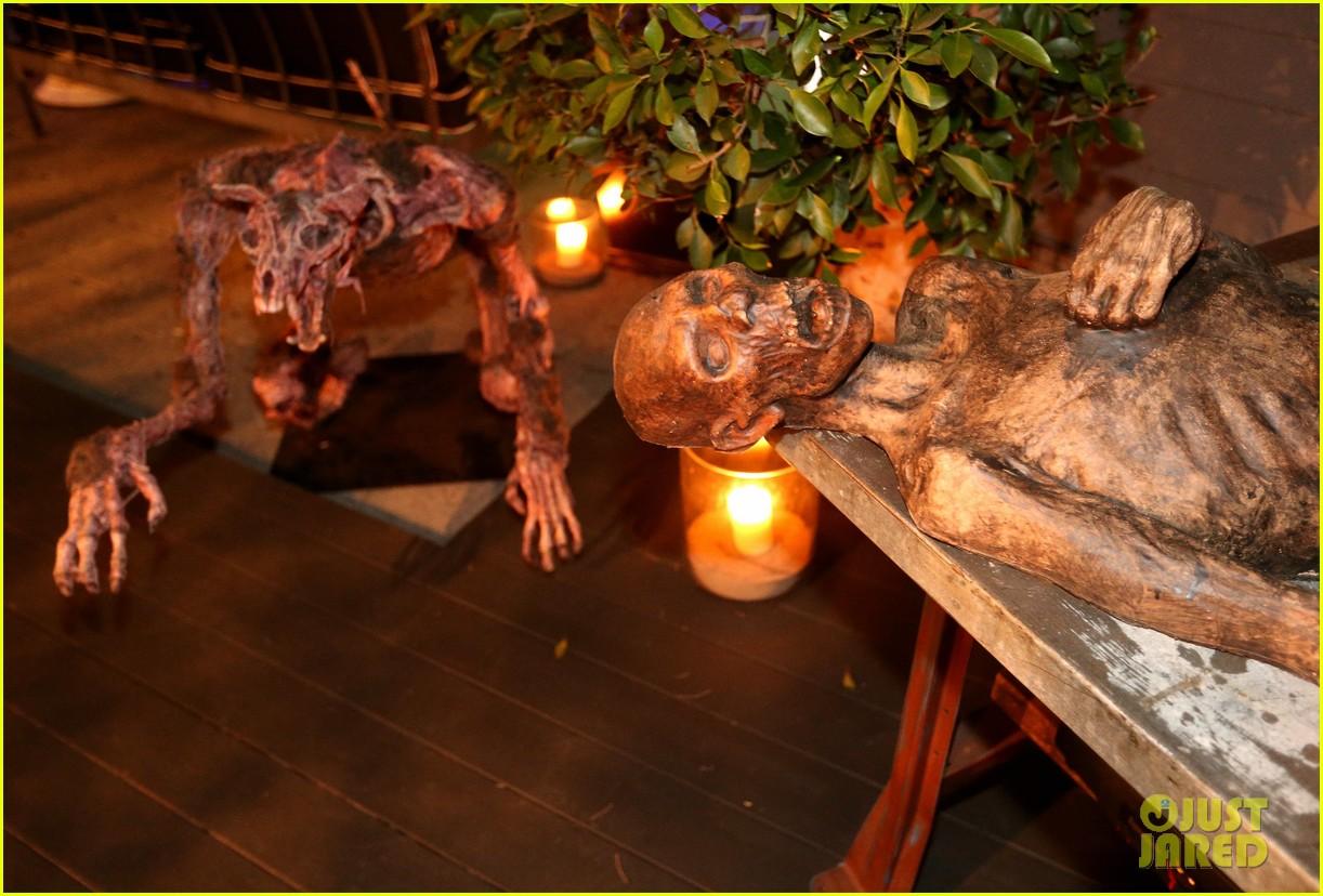 demi lovato dead zombie halloween costume 2013 072984116