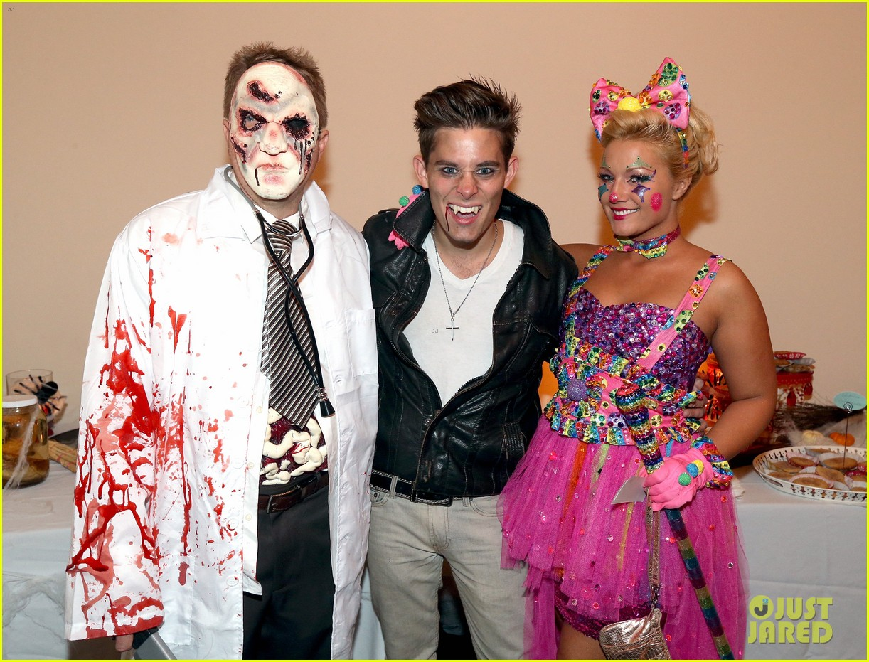 Demi Lovato: Dead Zombie Halloween Costume!: Photo 2984113 | 2013 ...