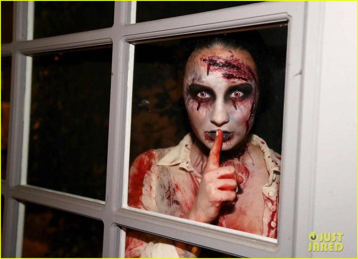 demi lovato dead zombie halloween costume 2013 152984124