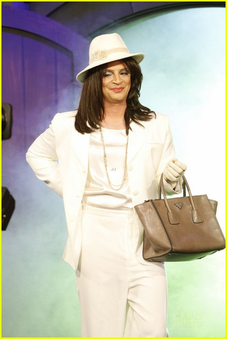 scandal joshua malina is olivia pope for halloween 012984135