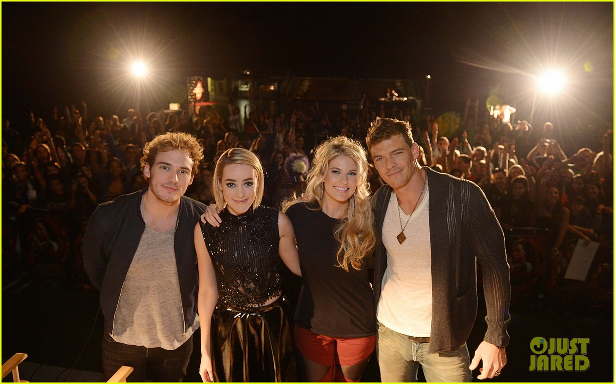 jena malone sam claflin continue hunger games victory tour 052986562