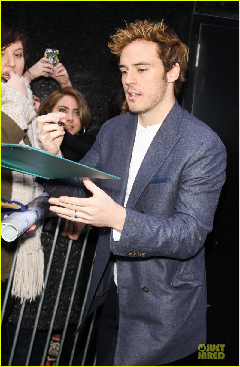 jena malone sam claflin promotes catching fire on gma 35