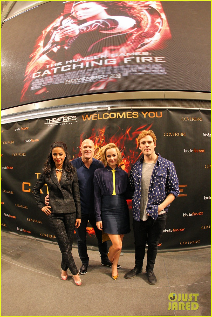 jena malone sam claflin hunger games victory tour in minnesota 042986947