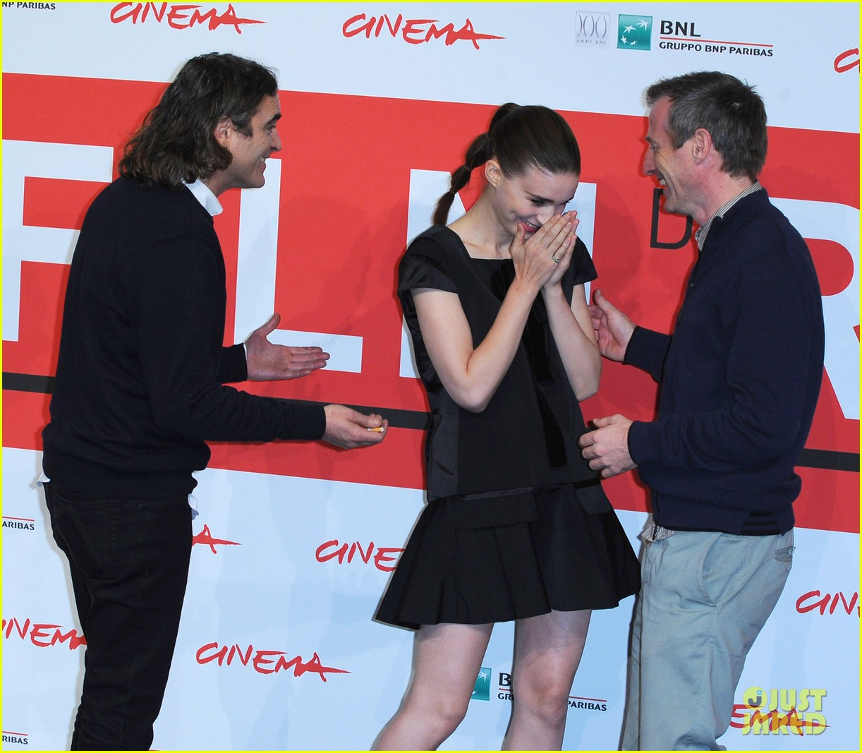 rooney mara joaquin phoenix her rome photo call 112989655