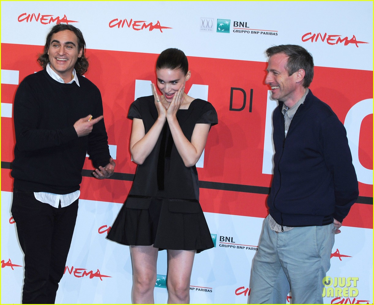 rooney mara joaquin phoenix her rome photo call 12