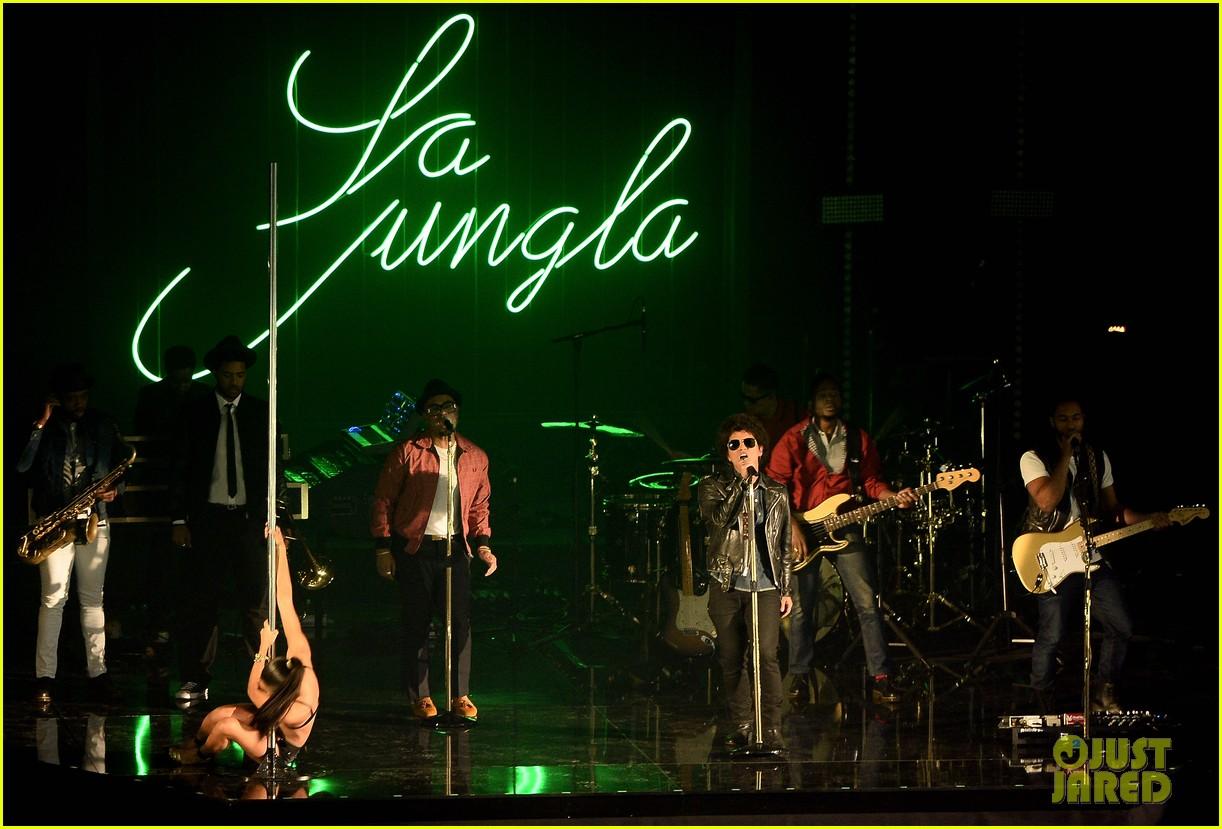 bruno mars performs gorilla at mtv ema 2013 video 022989958