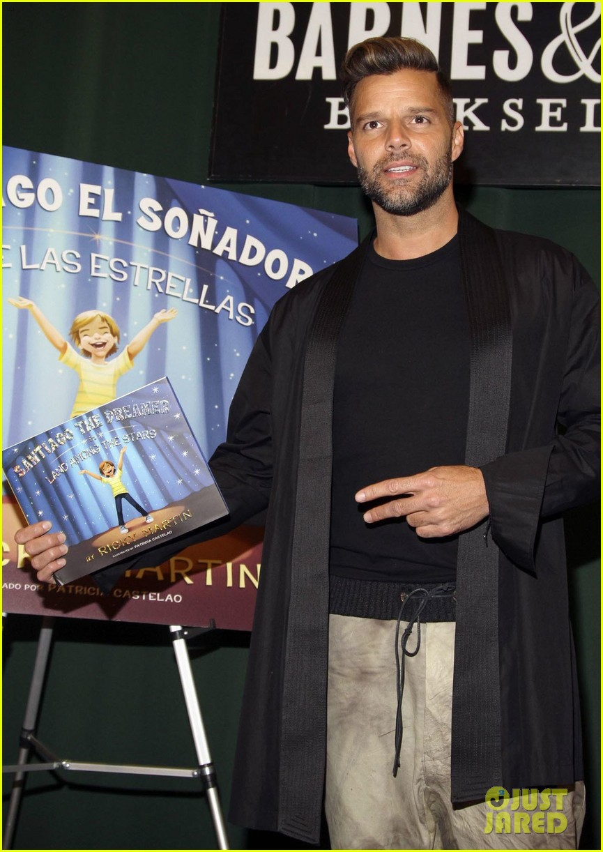 ricky martin santiago the dreamer book signing 012991566