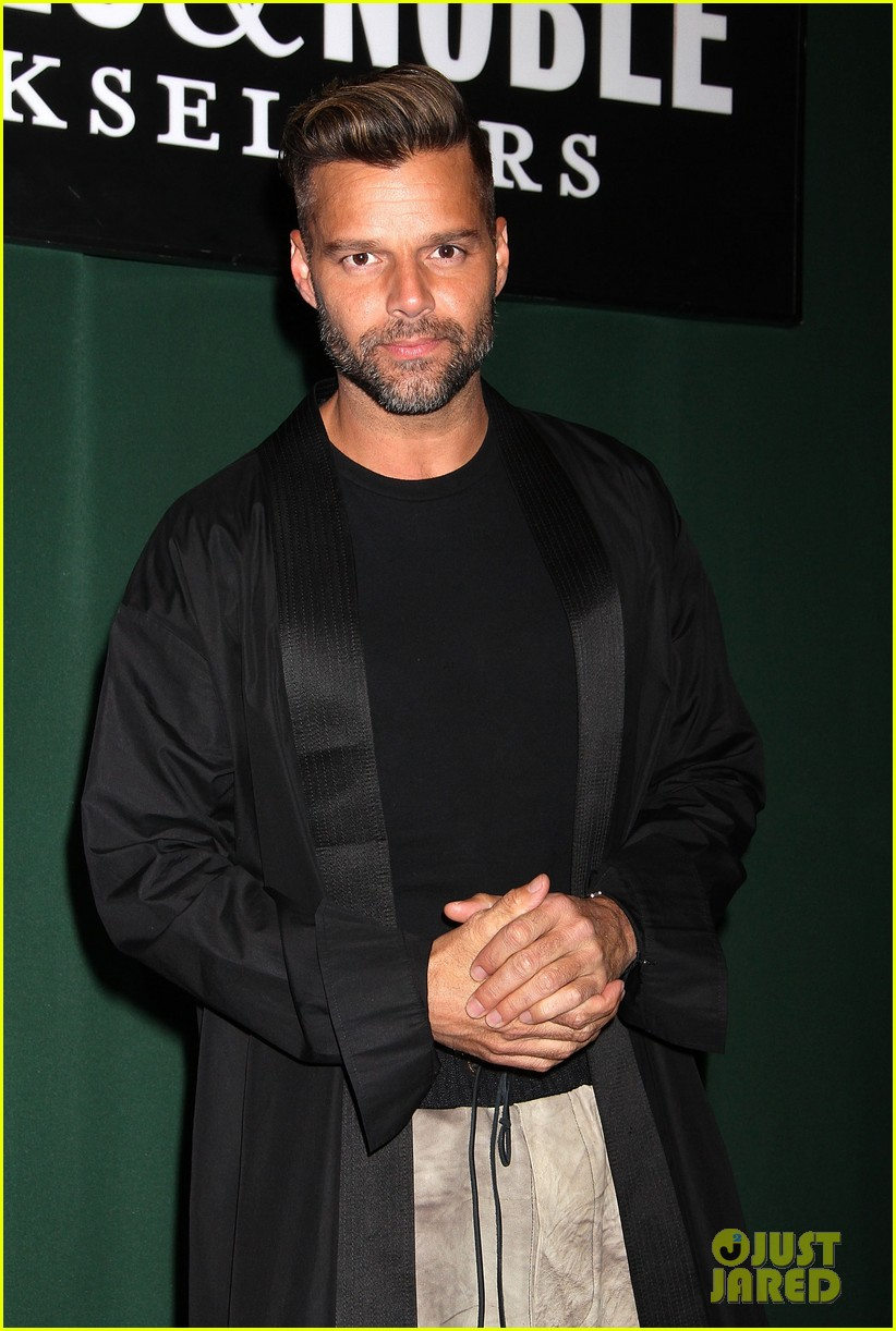 ricky martin santiago the dreamer book signing 032991568