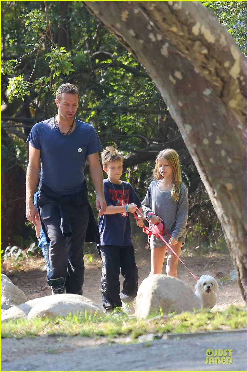 chris martin stroll with kids after kanye west concert 082986664