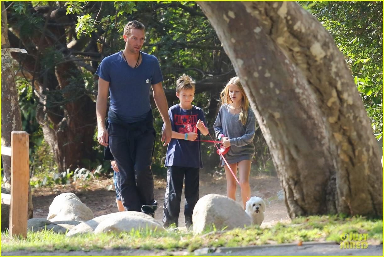 chris martin stroll with kids after kanye west concert 112986667