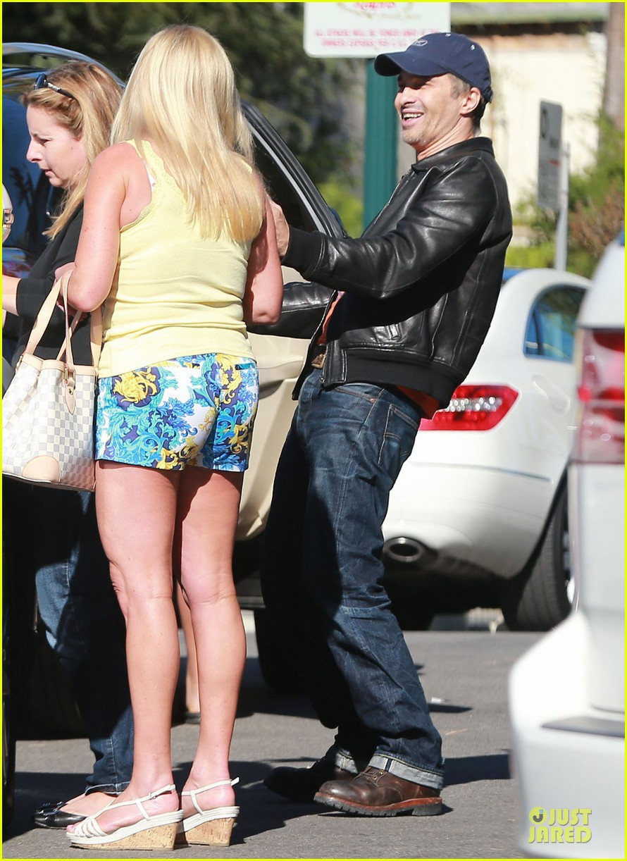 olivier martinez fender bender in studio city 17