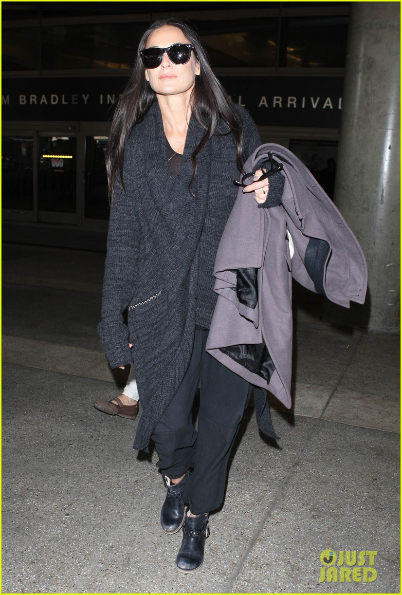 demi moore lands in america after spiritual retreat 032985940