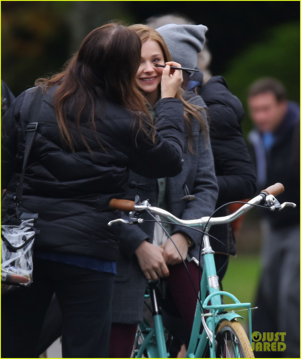 chloe moretz all smiles on if i stay set 022993283