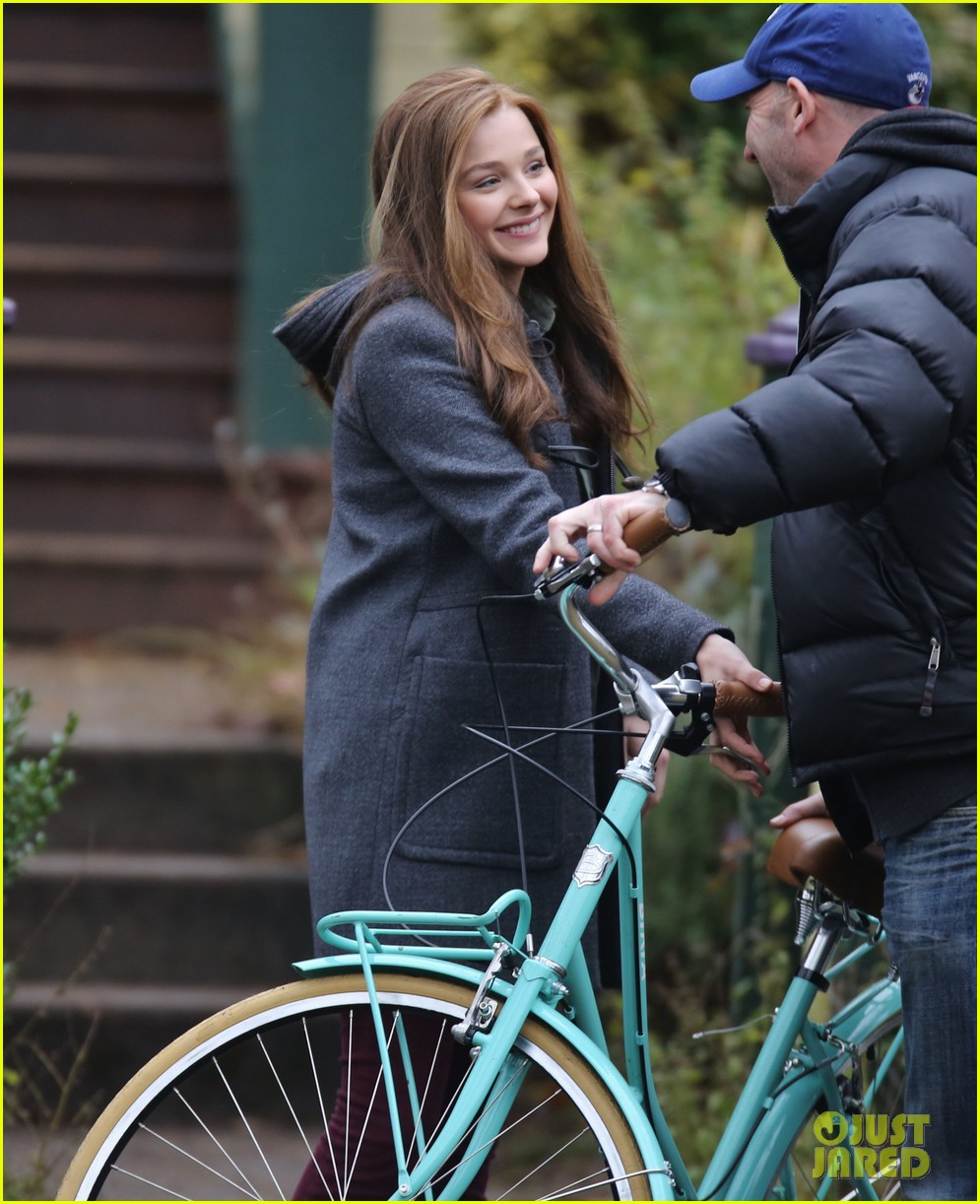 chloe moretz all smiles on if i stay set 042993285