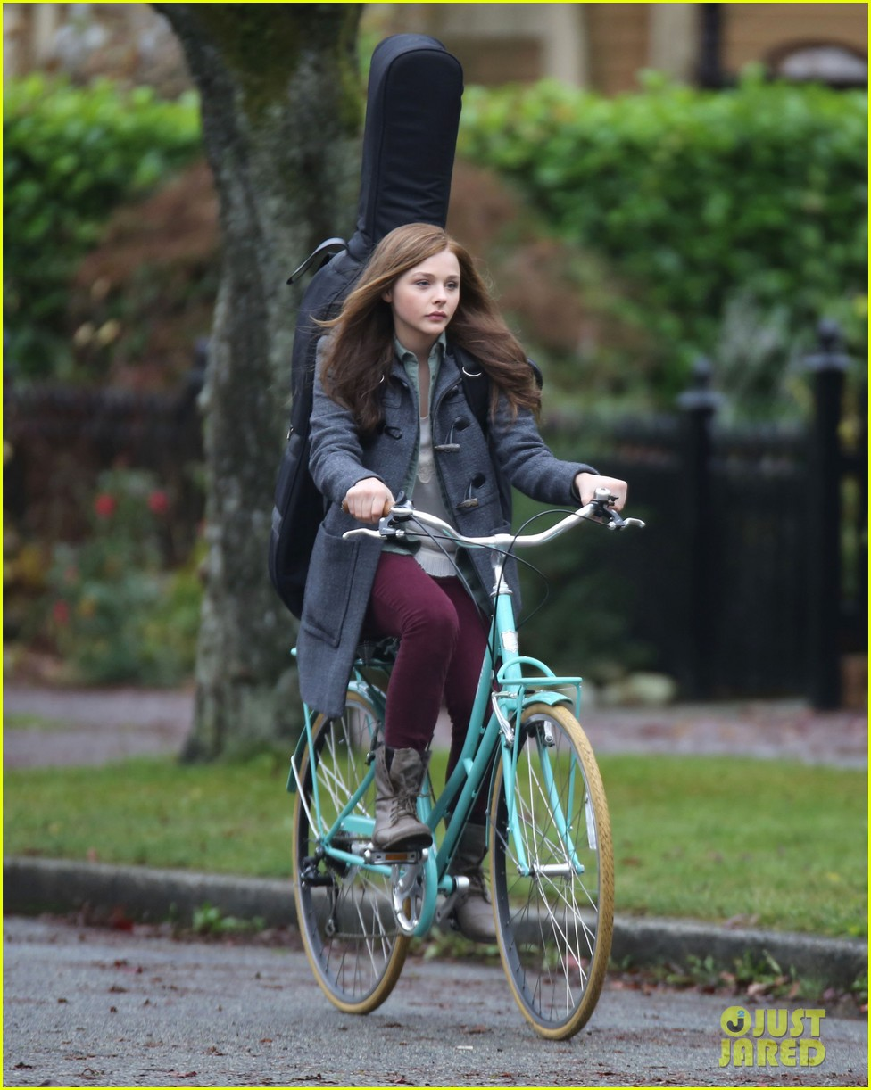 chloe moretz all smiles on if i stay set 052993286