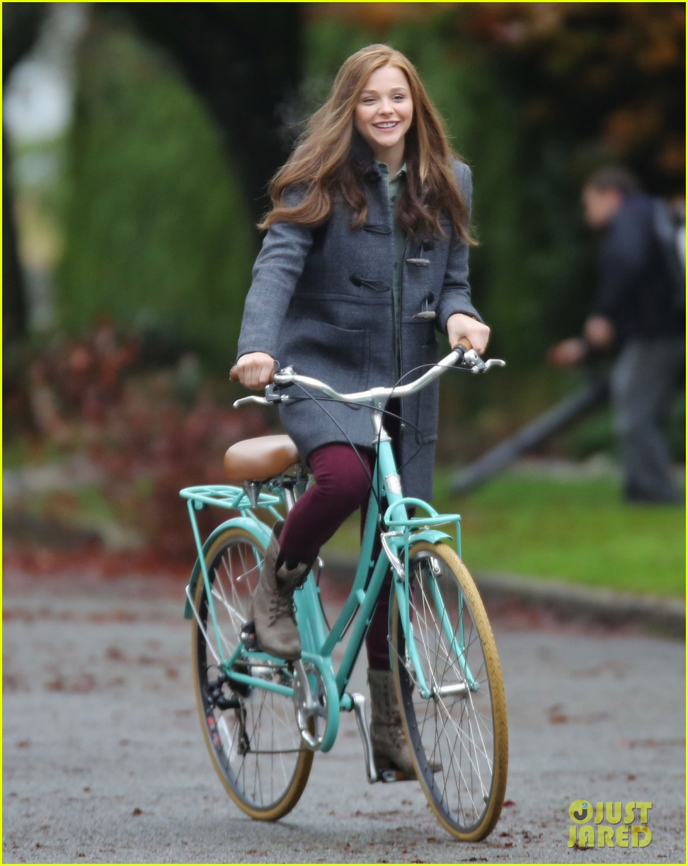 chloe moretz all smiles on if i stay set 072993288
