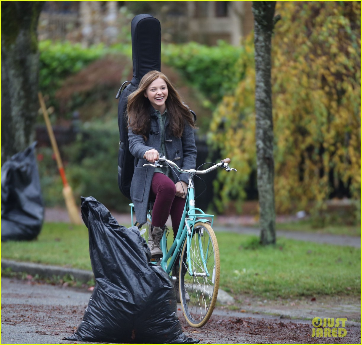 chloe moretz all smiles on if i stay set 092993290