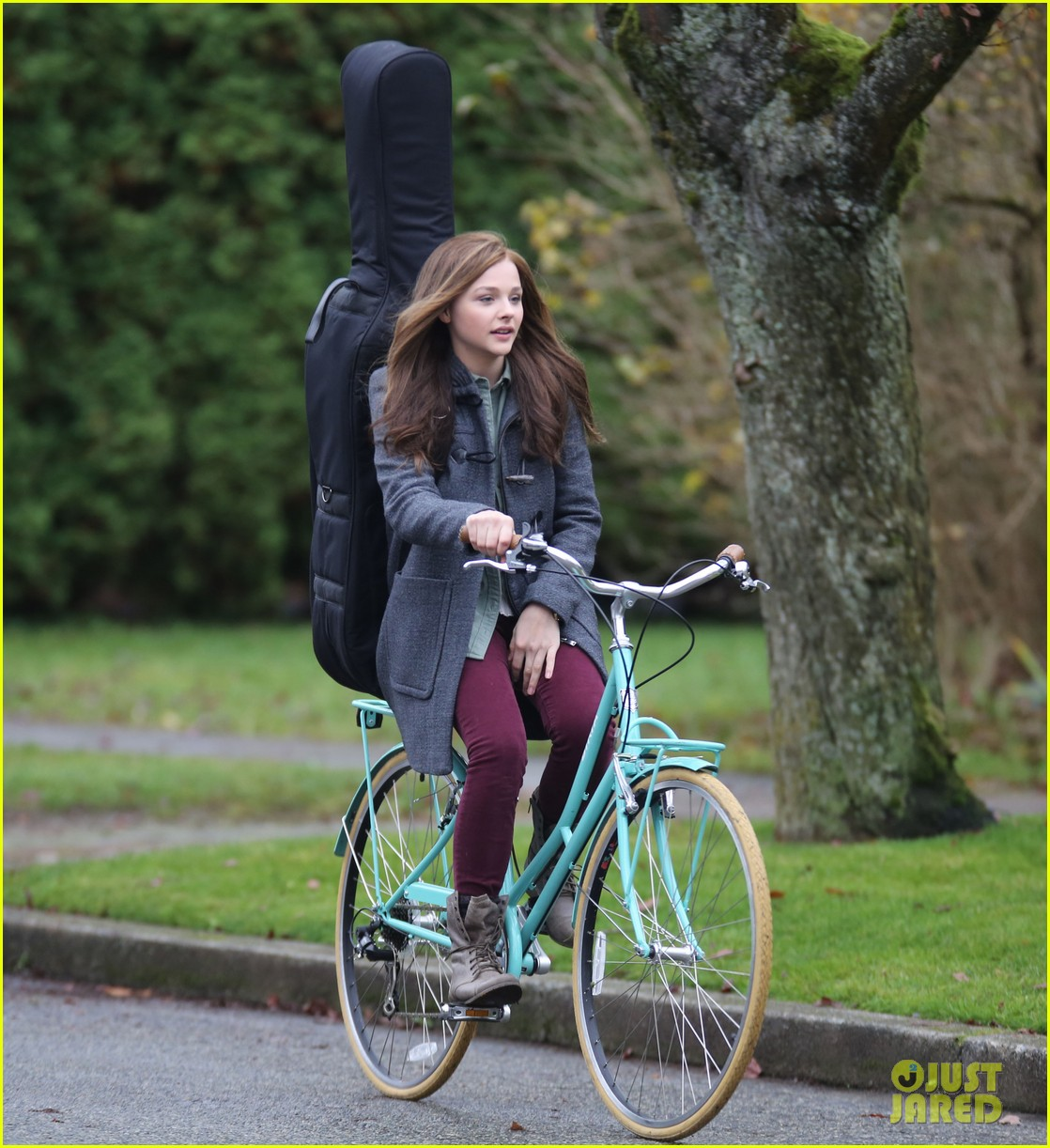 chloe moretz all smiles on if i stay set 122993293