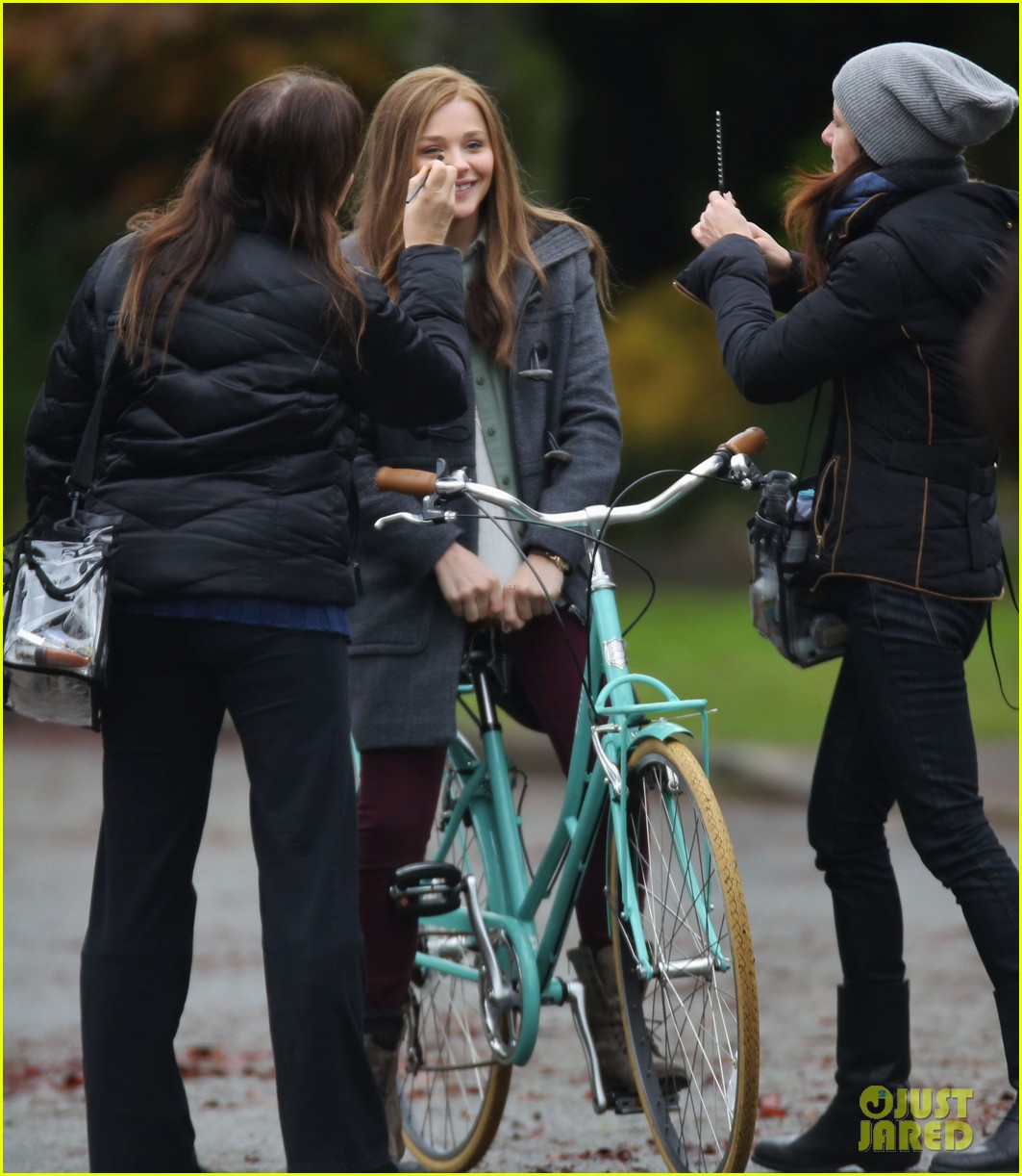 chloe moretz all smiles on if i stay set 152993296