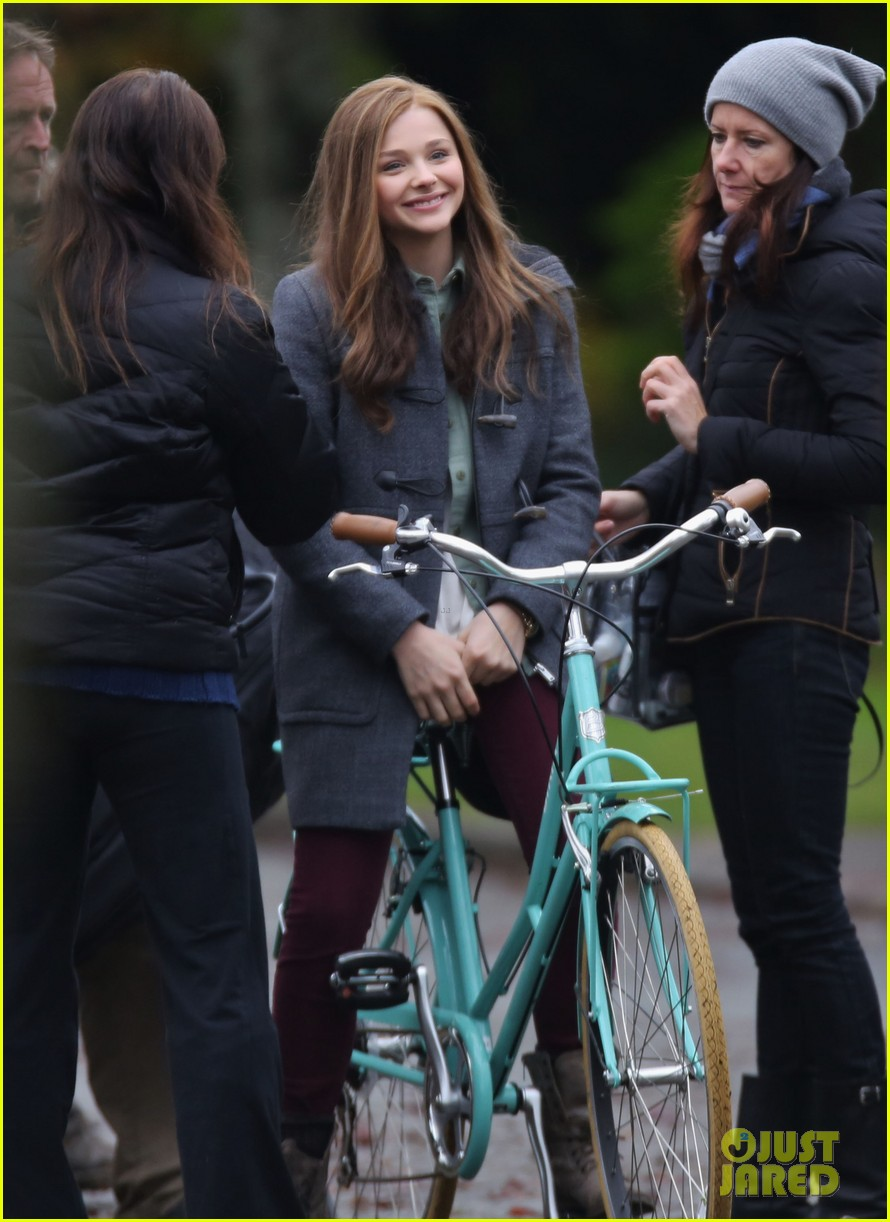 chloe moretz all smiles on if i stay set 172993298