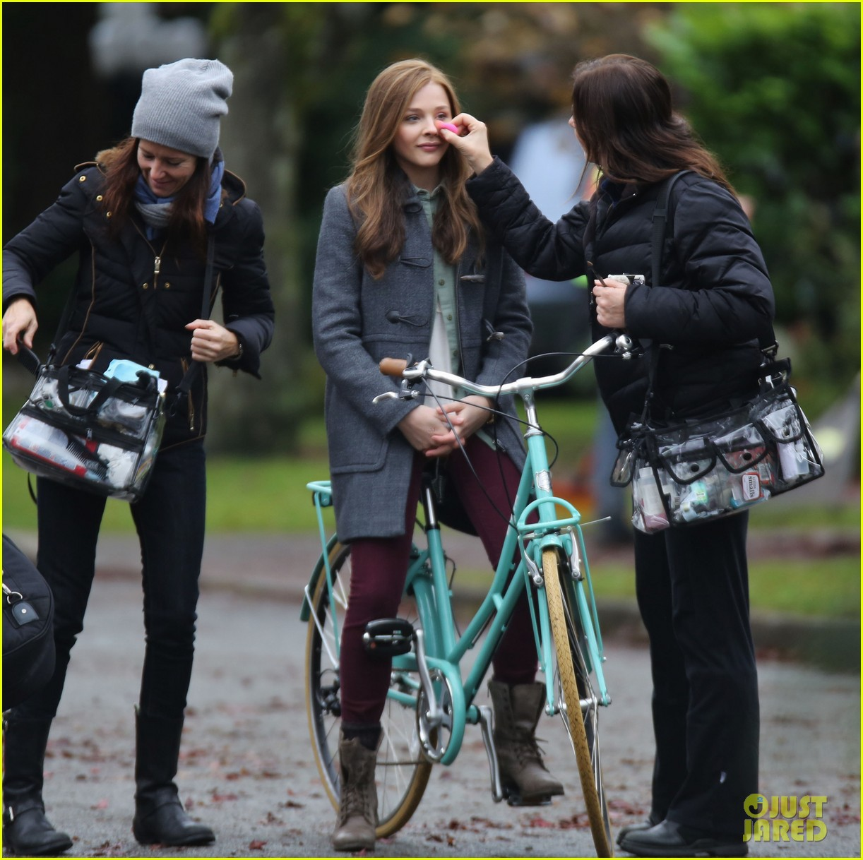 chloe moretz all smiles on if i stay set 19
