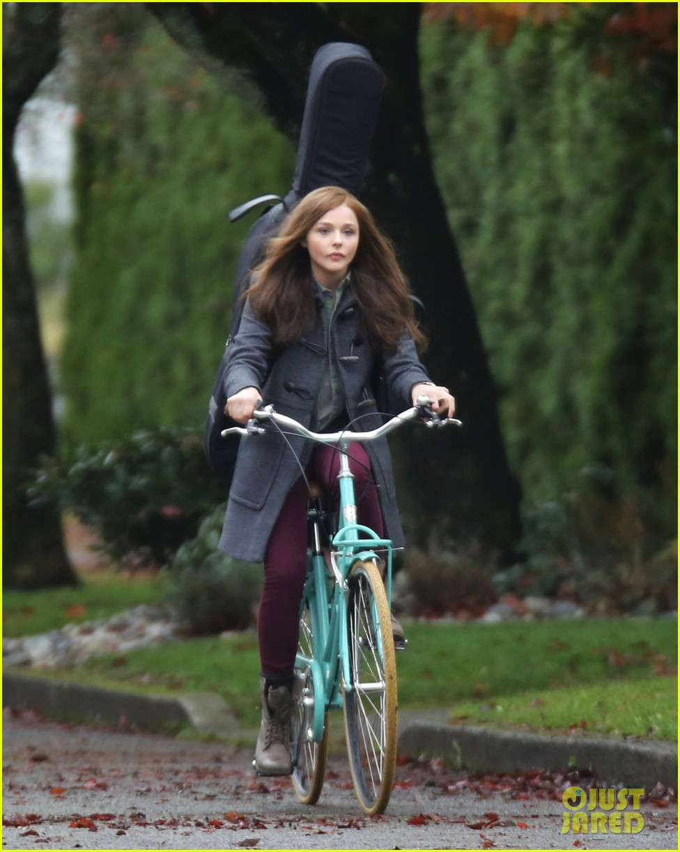 chloe moretz all smiles on if i stay set 202993301