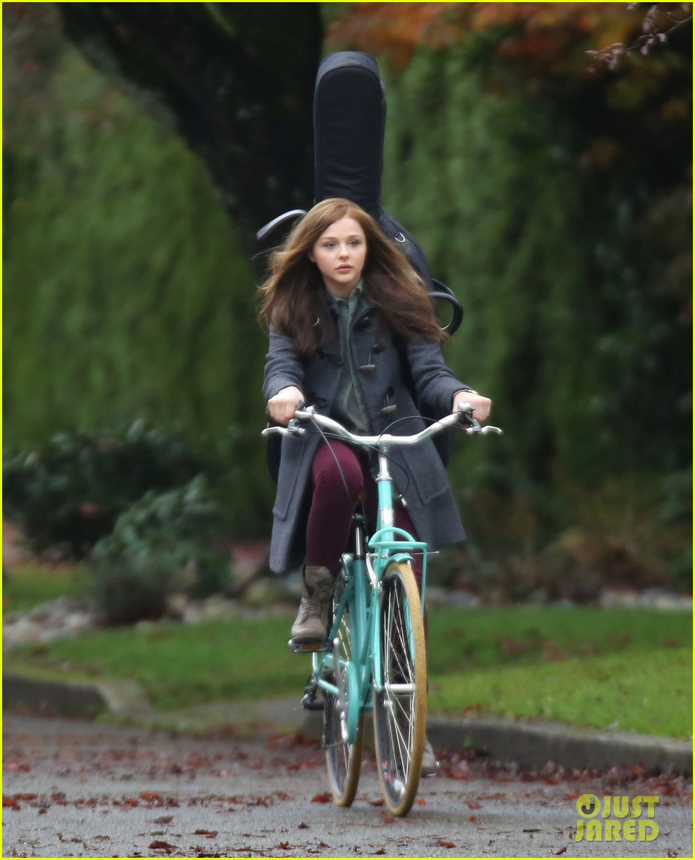 chloe moretz all smiles on if i stay set 21