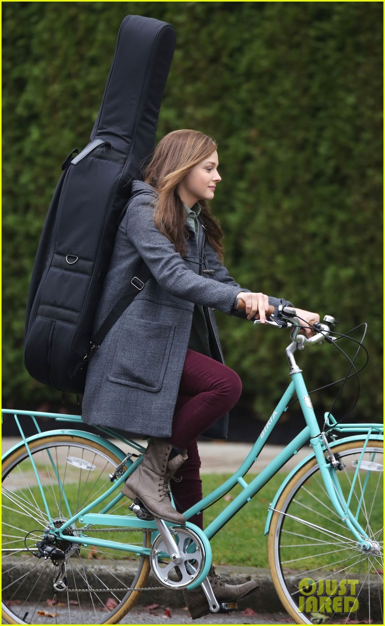 chloe moretz all smiles on if i stay set 242993305