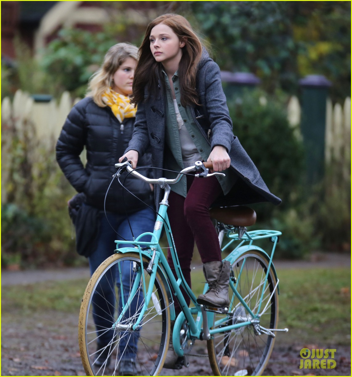 chloe moretz all smiles on if i stay set 25