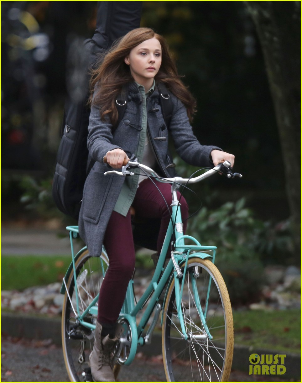 chloe moretz all smiles on if i stay set 262993307