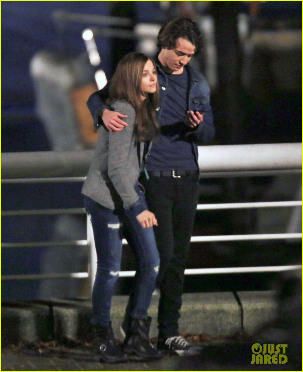 chloe moretz kisses co star jamie blackley on set 013001225