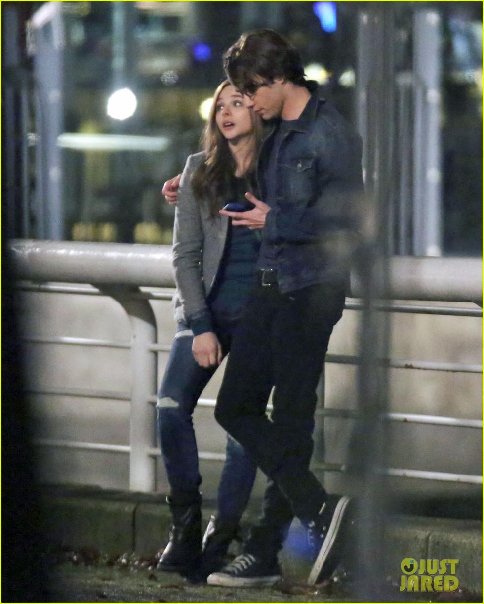 chloe moretz kisses co star jamie blackley on set 053001229