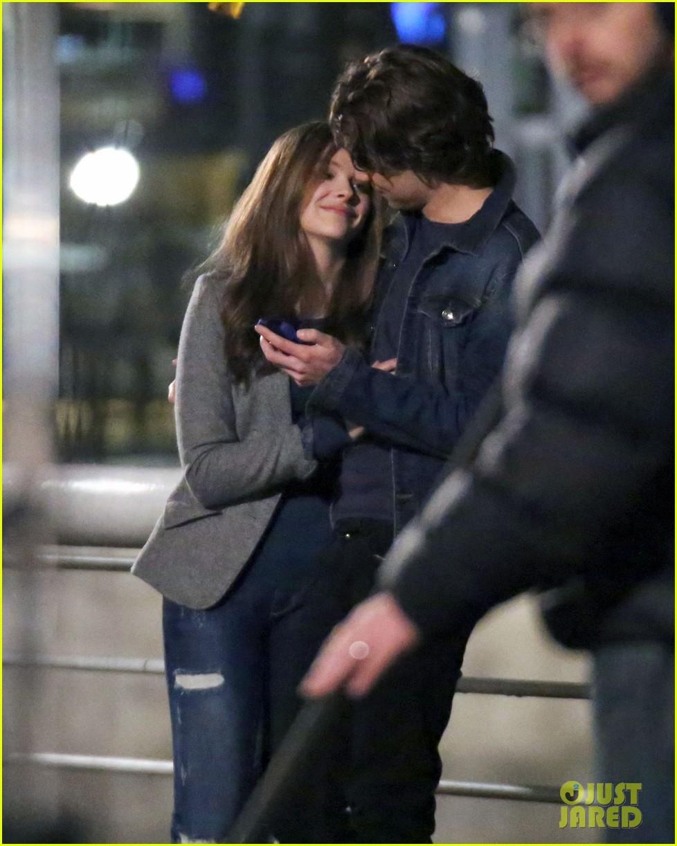 chloe moretz kisses co star jamie blackley on set 083001232