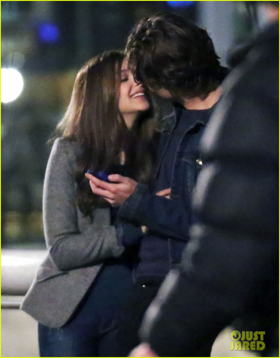 chloe moretz kisses co star jamie blackley on set 113001235