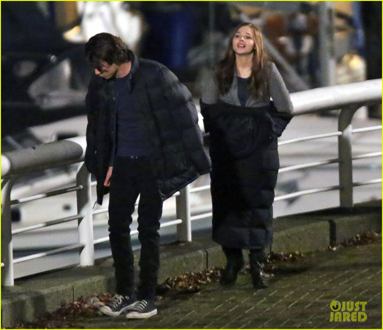chloe moretz kisses co star jamie blackley on set 143001238