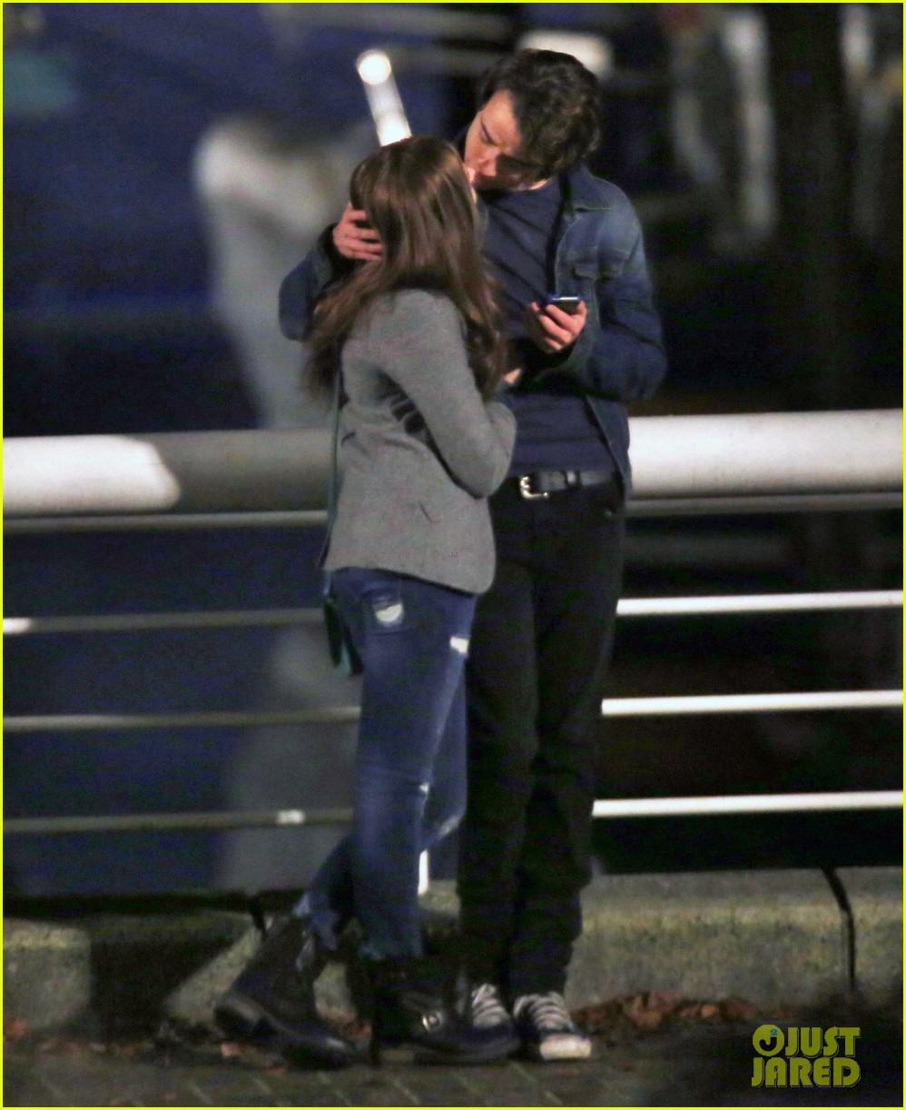 chloe moretz kisses co star jamie blackley on set 263001250