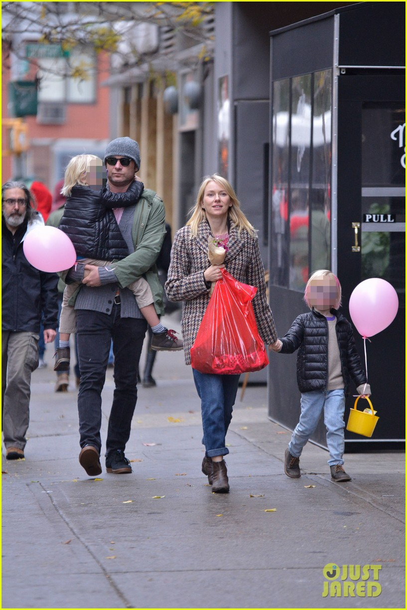 naomi watts snowy walk to school sasha samuel 202991638