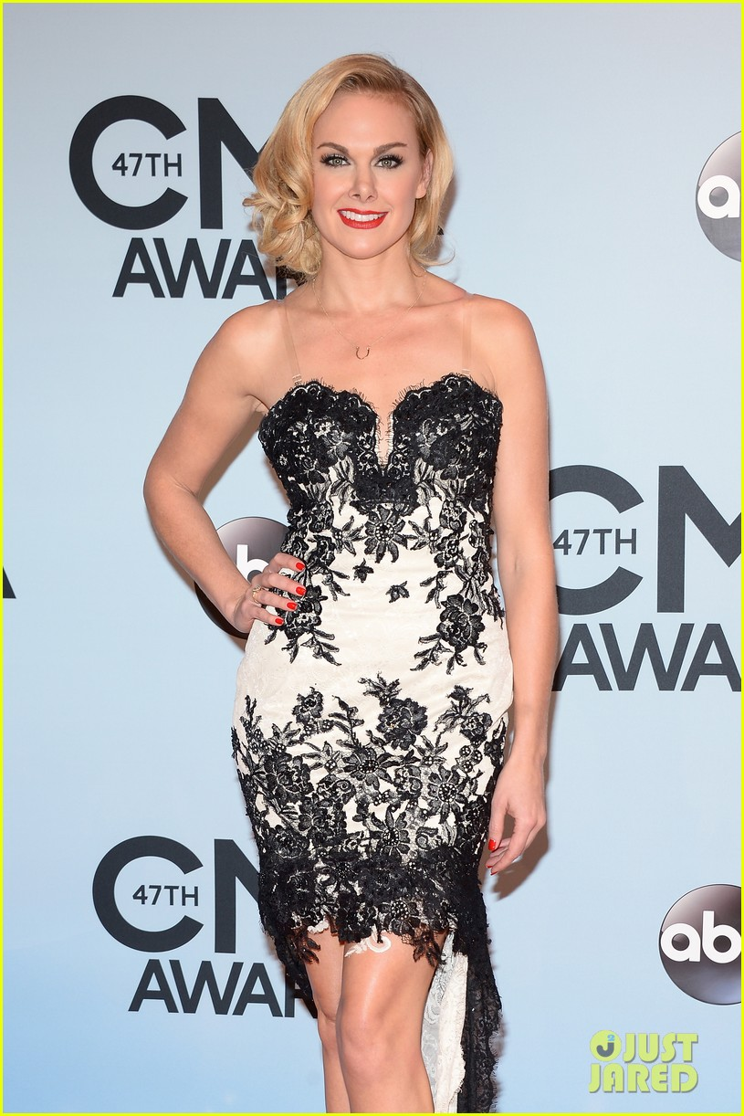 jennifer nettles kacey musgraves cmt awards 2013 red carpet 10