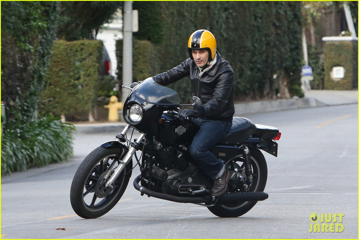 olivier martinez back on the road after minor fender bender 183001332