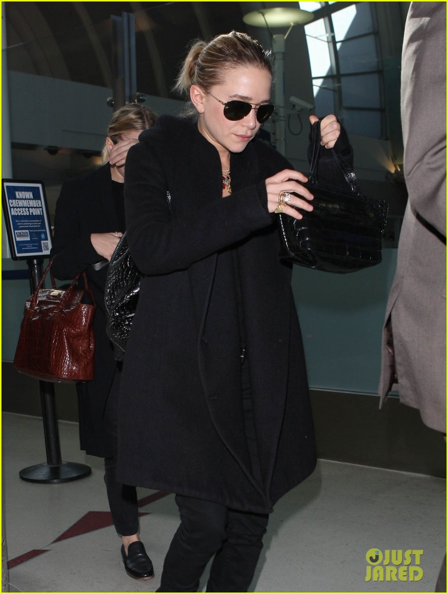 mary kate ashley olsen land at lax 02